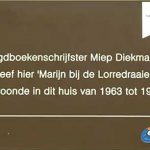 Herinnering aan Miep Diekmann op Dordtse gevel