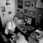 De tafel van 1 – een fotoreeks van Bert Bevers met schrijvers aan hun schrijftafel in Antwerpen