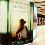 Boekpromotie via 'luister-abri' op station Schiphol voor nieuw boek Simone van der Vlugt